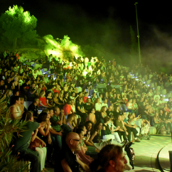 """El fantástico público del festival de rock Cuervarrozk 2019 en el El Teatro Abierto del Castillo """"Jota Cassinello"""""""